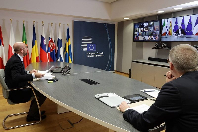 Szef RE Charles Michel i sekretarz generalny RE Jeppe Tranholm-Mikkelsen telekonferencja ws. koronawirusa, źródło consilium