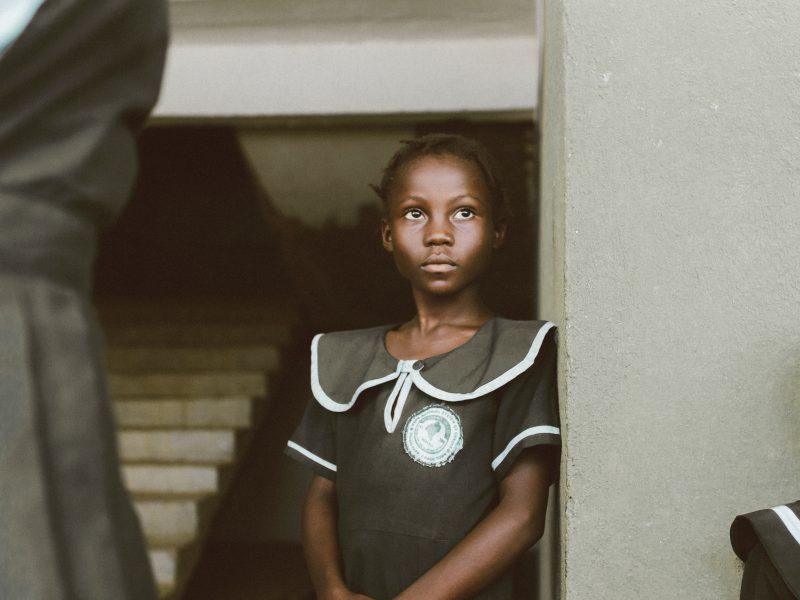 Dziewczynka / Liberia, Afryka. Fot. Adrianna Van Groningen / Unsplash