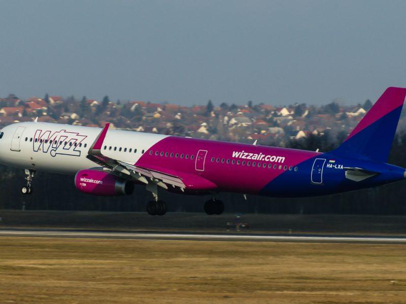 Samolot Wizzair, fot. Sony SLT-A57 [Flickr]