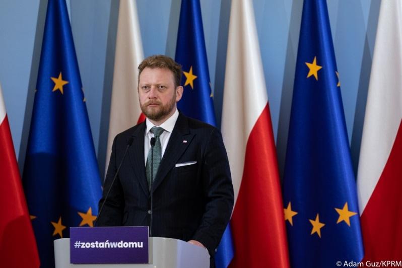 Minister zdrowia Łukasz Szumowski z hasłem #zostań w domu, źródło Adam Guz KPRM