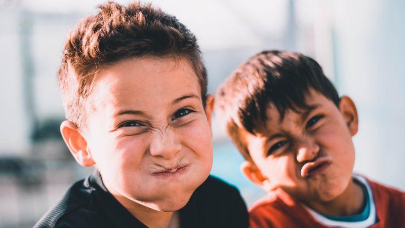 Chłopcy. Fot: Austin Pacheco. From: unsplash