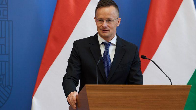 Węgierski MSZ Péter Szijjártó [foto via @ Péter Szijjártó Facebook]