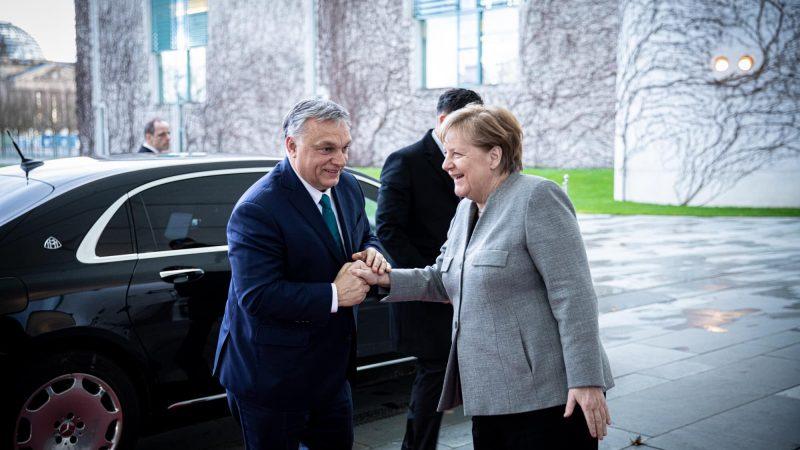 Premier Węgier Viktor Orban i kanclerz Niemiec Angela Merkel [Facebook Viktora Orbana]