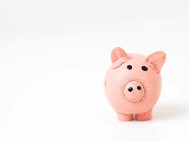 Ile osób w UE odczuło już w swoim portfelu kryzys gospodarczy? Z badania zamówionego przez PE wynika, że 58 proc. (Photo by Fabian Blank on Unsplash)