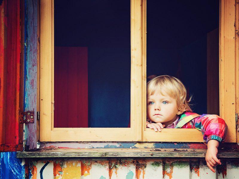 Nowa choroba u dzieci budzi obawy lekarzy (Photo by Joel Overbeck on Unsplash)