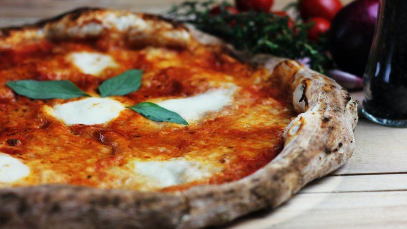 Pizza. Fot: Metin Ozer on Unsplash