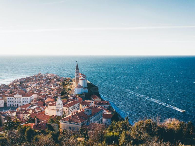 Piran, Słowenia (Photo by Mikita Karasiou on Unsplash)