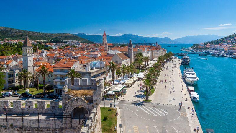 Chorwacja jako jedna z pierwszych w UE otworzyła granice dla turystów, a Słowenia ogłosiła koniec pandemii już w połowie maja. Jednak wraz ze wzrostem zakażeń koronawirusem w ostatnich dniach, oba kraje przygotowują się na drugą falę epidemii.