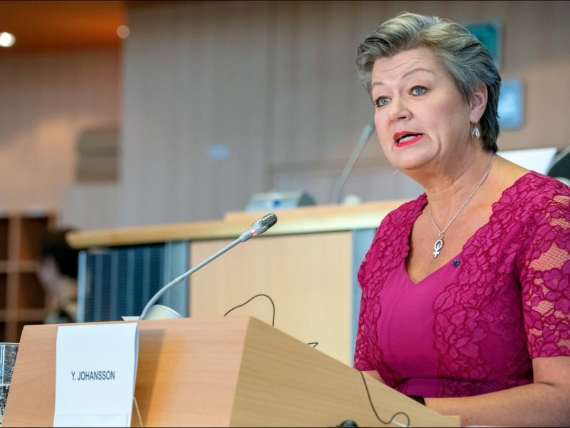 Komisja Europejska apeluje o pełne otwarcie granic w strefie Schengen.