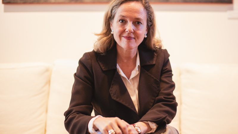 NadiaCalviño, hiszpańska minister spraw gospodarczych i transformacji cyfrowej, jest jedną z trzech osób, które ubiegają się o fotel szefa Eurogrupy.