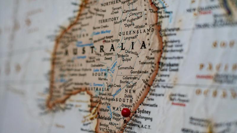 Australia z powodu wykrycia większej liczby nowych infekcji koronawirusem przywraca częśćobostrzeń (Photo by Joey Csunyo on Unsplash)