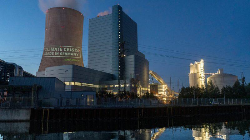 Elektrowni Datteln 4 nie obowiązuje przyjęty niedawno niemiecki plan klimatyczny, w którym rząd Angeli Merkelzobowiązał się do wycofania z pozyskiwania energiiz węgla do 2038 r.