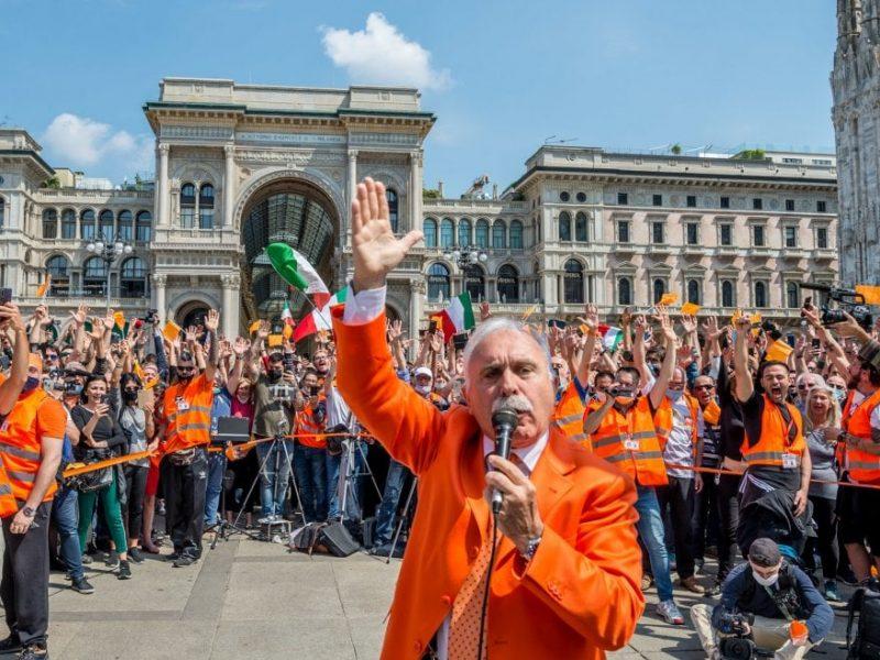 2 czerwca w Święto Republiki Włoskiej pomarańczowe kamizelki zapowiadają protesty na Piazza del Popolo w Rzymie oraz w ponad 100 włoskich miastach