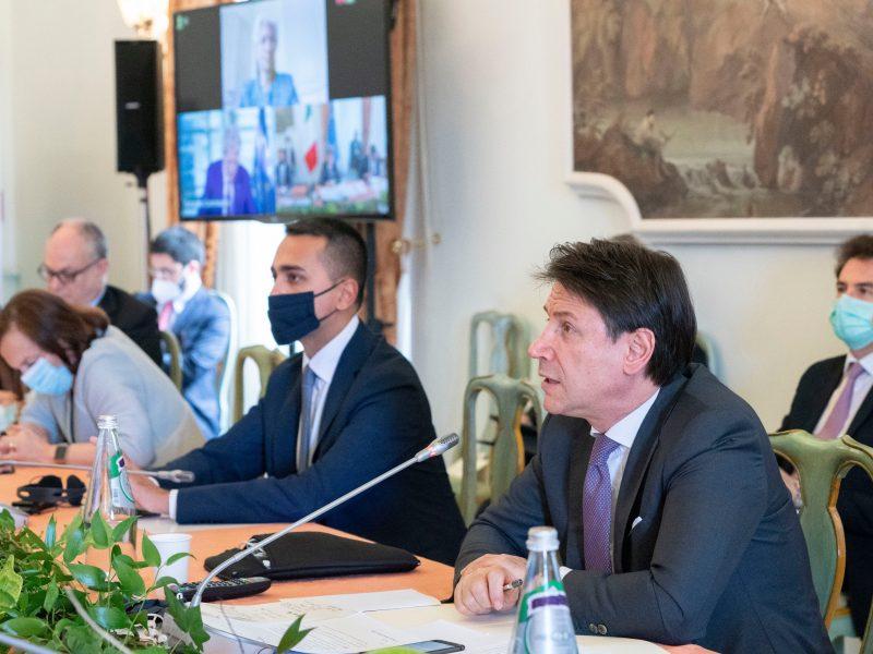 Minister spraw zagranicznych Włoch Luigi Di Maio oraz premier Włoch Giuseppe Conte podczas pierwszego dnia konsultacji (źródło: Twitter, @GiuseppeConteIT)