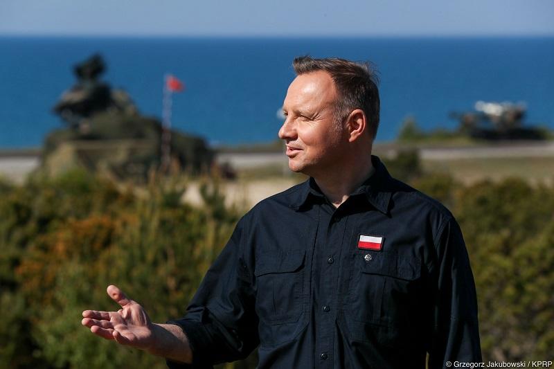 Prezydent Andrzej Duda obserwuje ćwiczenia wojskowe w Ustce, źródło Grzegorz Jakubowski KPRP