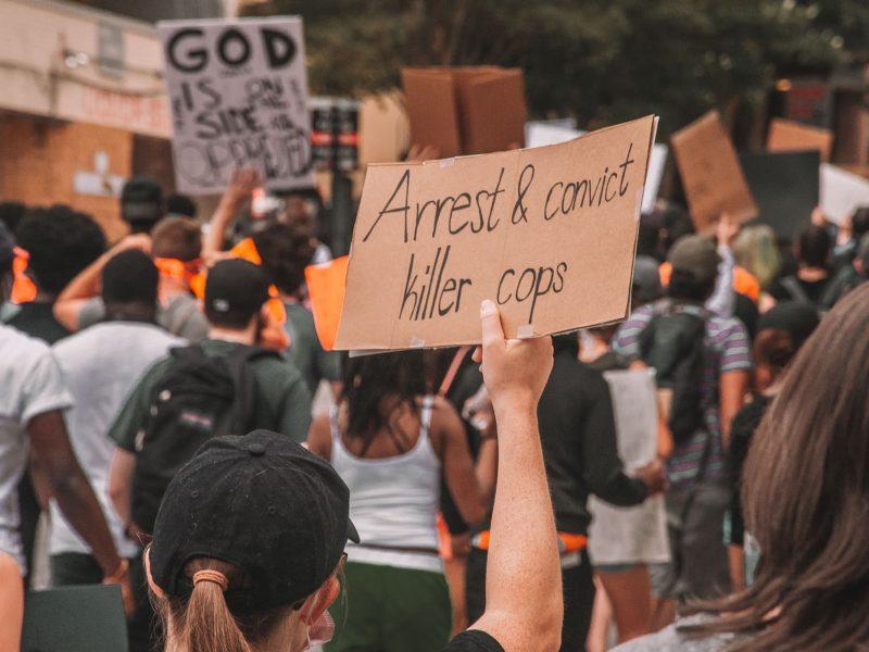 Protest w Atlancie przeciwko agresji policji. Fot. Maria Oswalt, Unsplash
