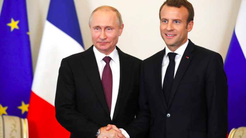 Władimir Putin i Emmanuel Macron podczas spotkania w maju 2018 r., źródło: kremlin.ru (CC BY 4.0)