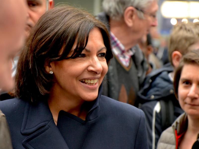 Anne Hidalgo podczas spotkania z wyborcami w Paryżu, źródło: Wikipedia, fot. A.Schneider83 (CC BY-SA 4.0)