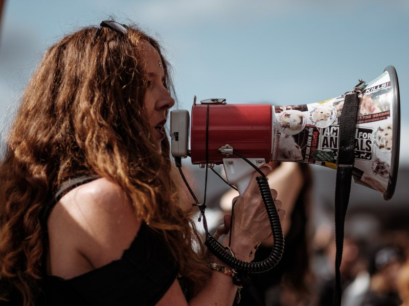 Protesty w Meksyku dotyczą zarówno brutalności policji, jak i przemocy wobec kobiet (Photo by Clem Onojeghuo on Unsplash)
