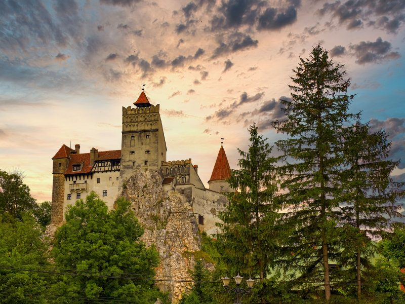 Rumunia i Serbia zmagają się z wysokim wzrostem liczby zakażeń i jako kolejne bałkańskie kraje, po Słowenii i Chorwacji, ogłaszają wprowadzenie nowych restrykcji.