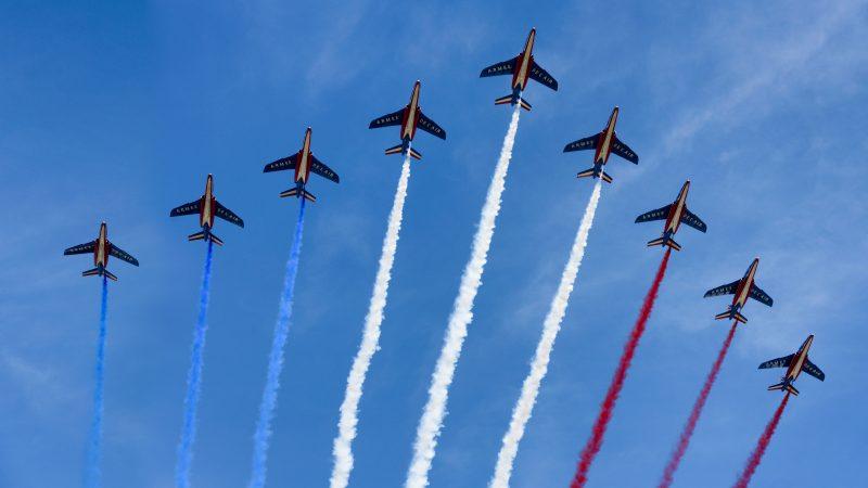 Tegoroczna Parada w Dzień Bastylii nie odbędzie się. Zamiast tego nad Paryżem przeleci tylko eskadra lotnicza (Photo by Joe deSousa on Unsplash)