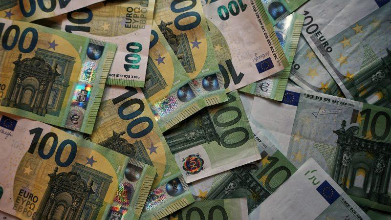 KE zatwierdziła wypłatękolejnych 500 mln euro kredytu pomocowego dla Ukrainy (Photo by Robert Anasch on Unsplash)