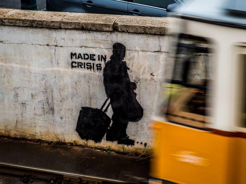 Międzynarodowy Fundusz Walutowy prognozuje światu jeszcze głębszy kryzys niż sądzono dwa miesiące temu (Photo by Robert Metz on Unsplash)
