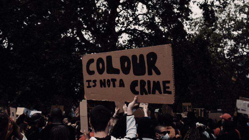 Protest antyrasistowski w Berlinie (fot. Samuel Regan-Asante/Unsplash)