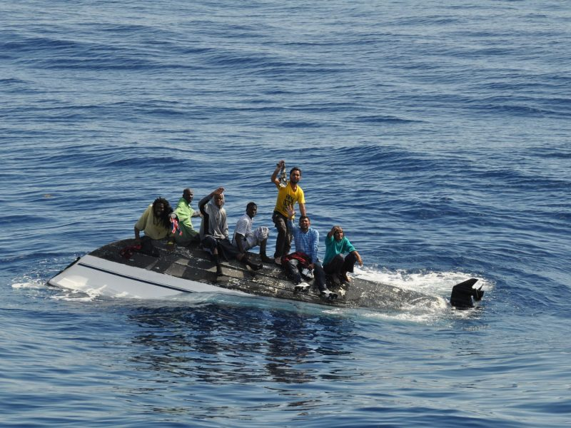Liczba prób przekroczenia nielegalnie granicy UE przez Morze Śródziemne spadła w jego wschodniej i zachodniej części, a wzrosła w tej środkowej, źródło: Flickr/Coast Guard News/Royal Netherlands Navy (CC BY-NC-ND 2.0)
