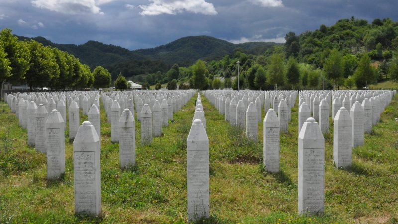 Cmentarz pamięci w Srebrenicy, źródło: Flickr, fot. Jelle Visser (CC BY 2.0)