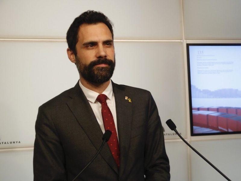 Przewodniczący parlamentu KataloniiRogerTorrent (na zdj.)oświadczył, że od 2019 r. był inwigilowany przez hiszpańskie służby za pomocą zainstalowanego w jego telefonie izraelskiego programu Pegasus.