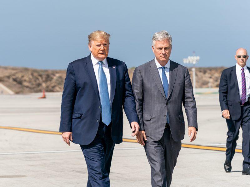 Prezydent USA Donald Trump i jego doradca ds. bezpieczeństwa narodowego Robert O'Brien, źródło: Flickr/The White House, fot. Shealah Craighead (Public Domain Mark 1.0)