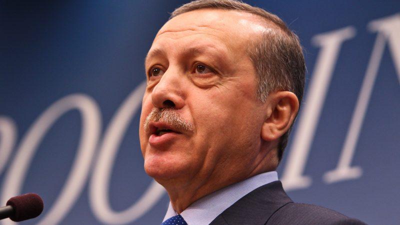 Tureckie władze gotowe są do zawieszenia działań prowadzonych na Morzu Egejskim, by osiągnąć porozumienie z Grecją.