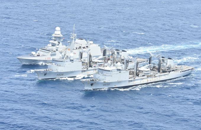 Francja powiadomiła NATO o zawieszeniu swojego udziału w operacji Sea Guardian. Powodem jest spór Francji i Turcji o przestrzeganie embarga ONZ na dostawy broni do Libii. Paryż oskarża Ankarę o łamanie zakazu.