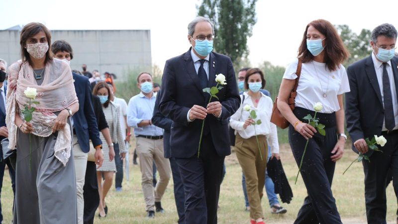 Uroczystość poświęcona zmarłym w trakcie pandemii koronawirusa w Katalonii. Na zdjęciu premier Katalonii Quim Torra.