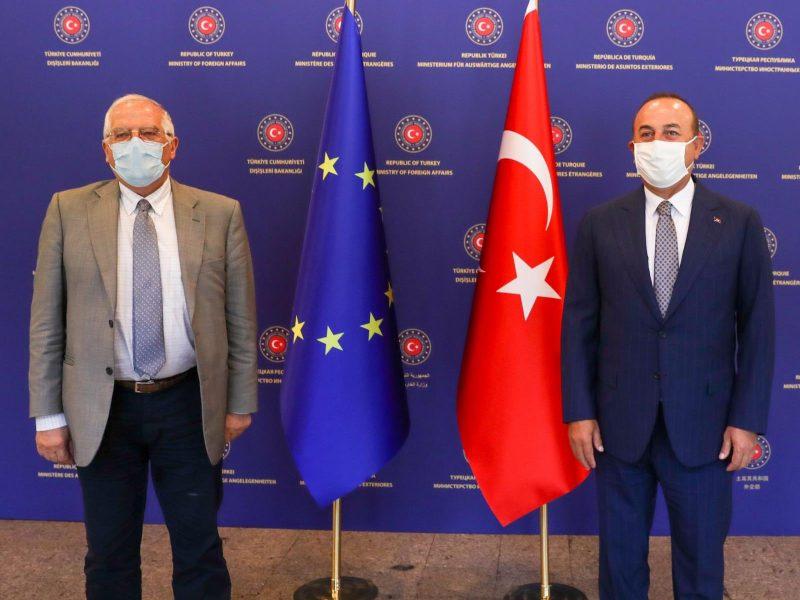 Wysoki przedstawiciel UE ds. zagranicznych i polityki bezpieczeństwa Josep Borrell i minister spraw zagranicznych Turcji Mevlüt Çavuşoğlu, Ankara, 6 lipca 2020 r. [Twitter, @MevlutCavusoglu]