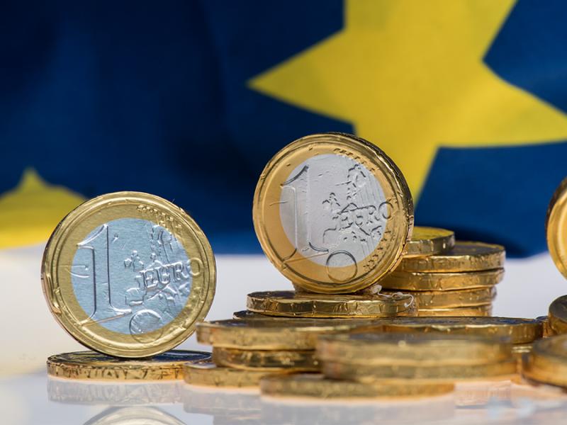 Wzrost gospodarczy w 2021 r. w większości krajów nie wystarczy, by powrócić do stanu sprzed pandemii. W międzyczasie przecież uciekną nam dwa lata, w ciągu których stracimy stabilny trend rozwojowy trwający kilka lat, mówi w rozmowie z EURACTIV.pl Piotr Bielski, Dyrektor Departamentu Analiz Ekonomicznych w Santander Bank Polska.