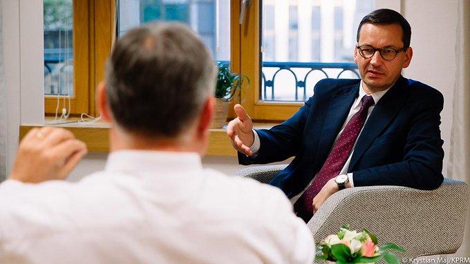Premier Morawiecki przekazał, że do Polski może trafić z UE ponad 124 mld euro w bezpośrednich dotacjach, a razem z uprzywilejowanymi pożyczkami 160 mld euro.
