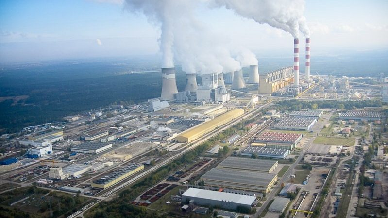 Elektrownia Bełchatów, źródło wikimedia By Morgre - Praca własna, CC BY-SA 3.0