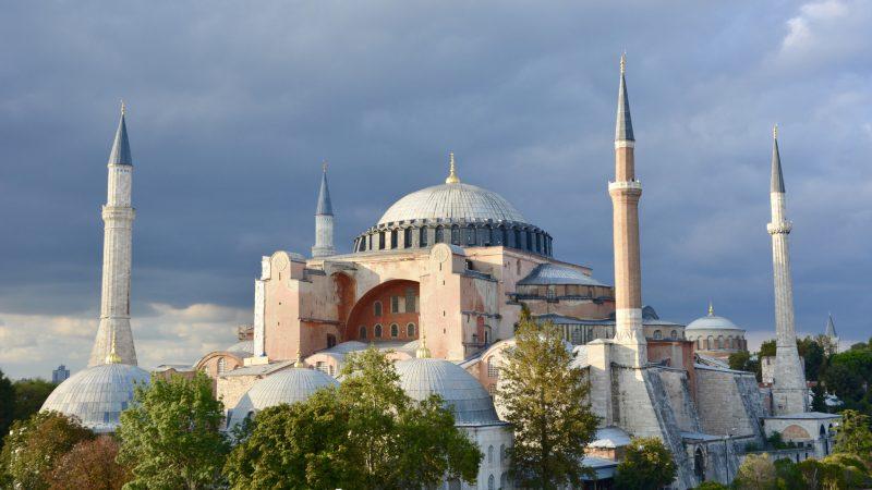 Hagia Sophia, dawna bizantyńska świątynia chrześcijańska, a potem meczet, nie będzie jużmuzuem, a ponownie stanie sięmuzułmańską świątynią, źródło: Wikipedia, fot. Adli Wahid (CC BY-SA 3.0)