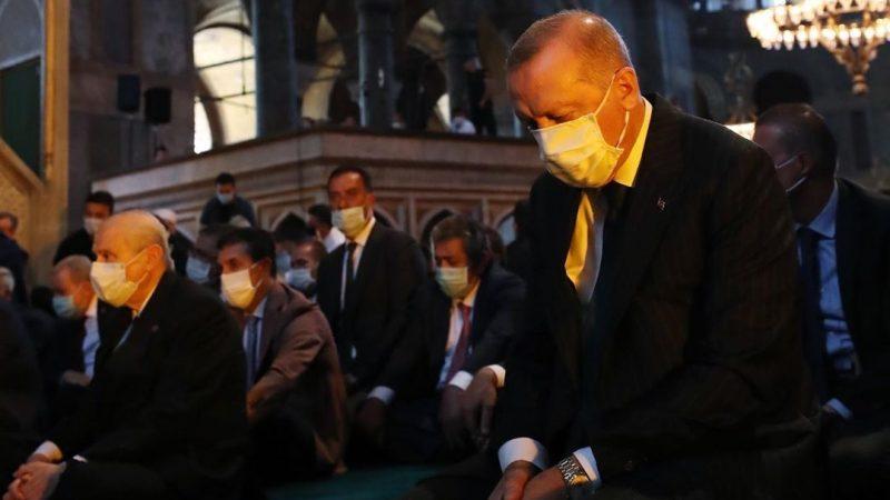 Prezydent Turcji Recep Tayyip Erdoğan podczas pierwszej od 85 lat oficjalnej uroczystości religijnej w Hagia Sophii, źródło: Instagram/Recep Tayyip Erdoğan/@rterdogan