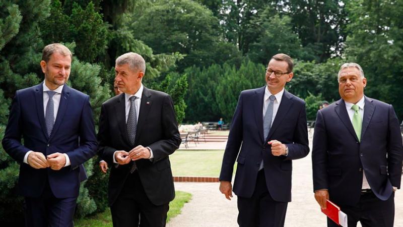 Premierzy Słowacji, Czech, Polski i Węgier w Łazienkach Królewskich w Warszawie, źródło: KPRM. fot. Krystian Maj