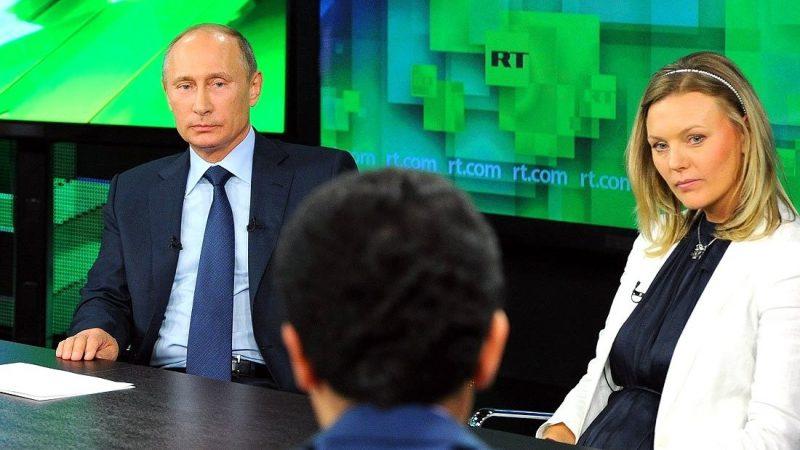 Prezydent Rosji Władimir Putin w studio telewizji RT, źródło: kremlin.ru (CC BY 4.0)