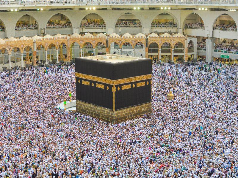 Takich tłumów w tym roku wokół Al-Kaby w Mekce na pewno nie będzie (Photo by Adli Wahid on Unsplash)