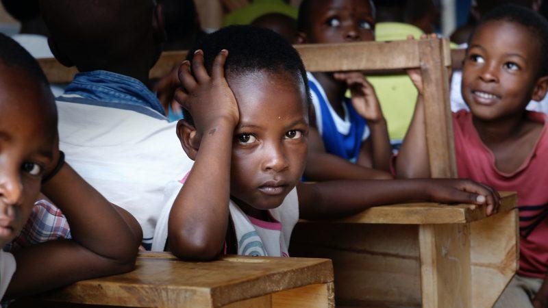 Szkoła podstawowa w Ugandzie (Photo by bill wegener on Unsplash)