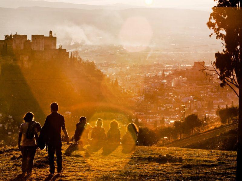 Szacunki mówią, że w 2020 r. Hiszpania straci z powodu zastoju w turystyce 83 mld euro. To cios bolesny, bo dochody z turystyki to 12 proc. PKB, a w sektorze pracuje 13 proc. Hiszpanów.