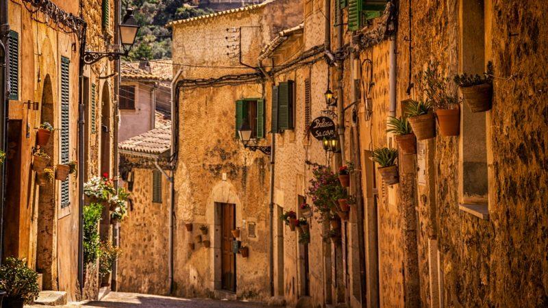 Branża turystyczna w Hiszpanii tylko w maju straciła ponad 8 mld euro przychodów.
