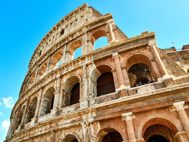 Pomimo zmniejszonej liczby nowych przypadków we Włoszech – w niedzielę poinformowano o 249 nowych zakażeniach w ciągu 24 godzin oraz o 17 zgonach – władze nadal apelują do obywateli o ostrożność i rozwagę.