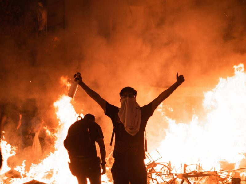 Liczba ekstremistów w Niemczech rośnie, zarówno prawicowych jak i lewicowych, wynika z najnowszego raportu Federalnego Urzędu Ochrony Konstytucji.