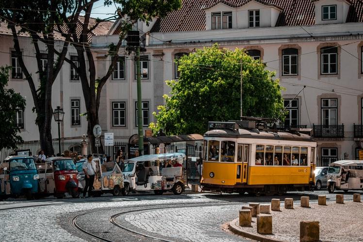 W sobotę w Portugalii potwierdzono 263 zakażenia SARS-CoV-2 - a więc o o kilkadziesiąt więcej niż w niedzielę Według Ministerstwa Zdrowia świadczy to o spadku dynamiki nowych infekcji SARS-CoV-2.